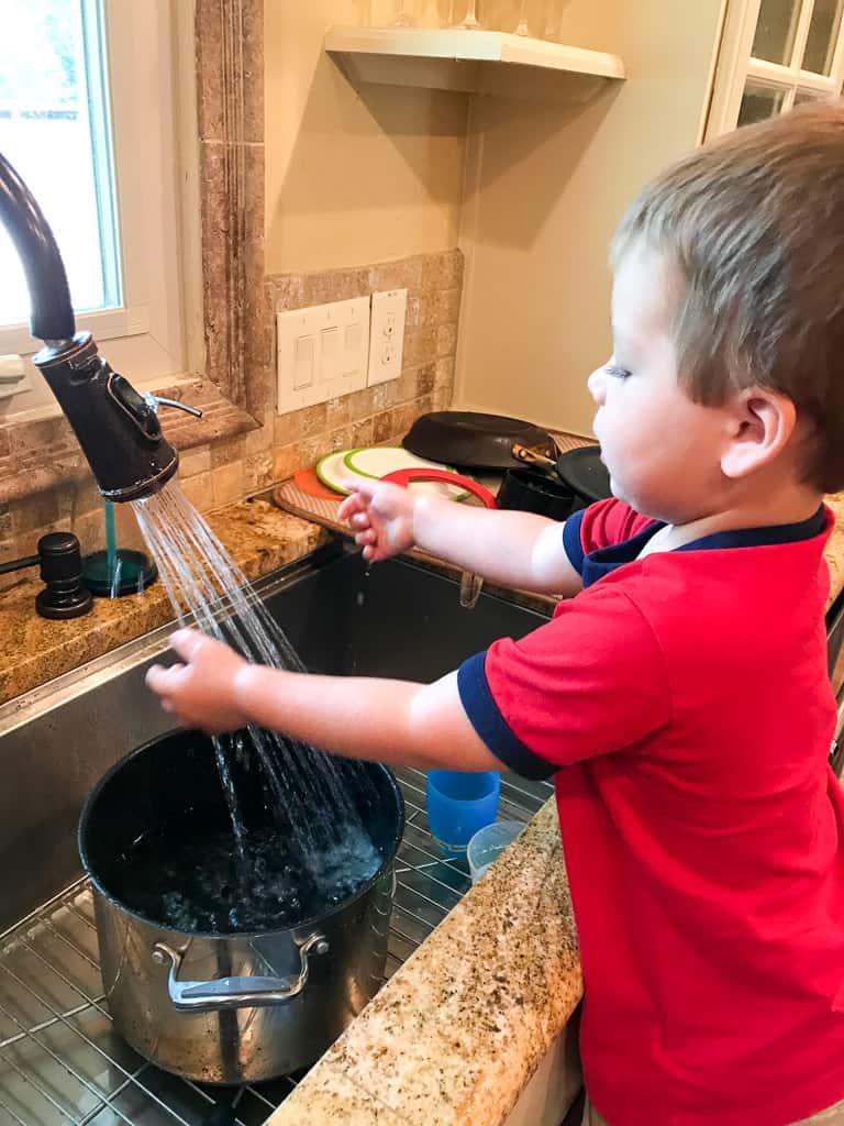 Toddler Kitchen Tasks | mamaknowsnutrition.com